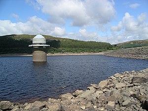 Llyn Celyn - Image: Llyn Celyn dam and tower w
