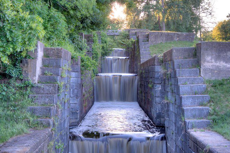 File:Looking up the Flight of Locks (6-10), Glen Falls Feeder Canal.jpg