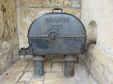Lucenay - Ancienne pompe Dragor (sept 2018).jpg