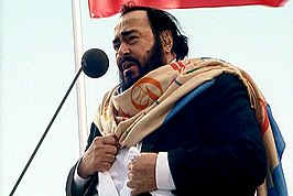 Pavarotti in het Vélodrome Stadium in 2002