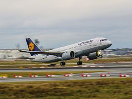 Lufthansa Airbus A320 neo D-AINA, The world's first A320 neo (24614394922).jpg