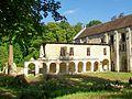 Mériel (95), abbaye Notre-Dame du Val, galerie nord du cloître 01.jpg