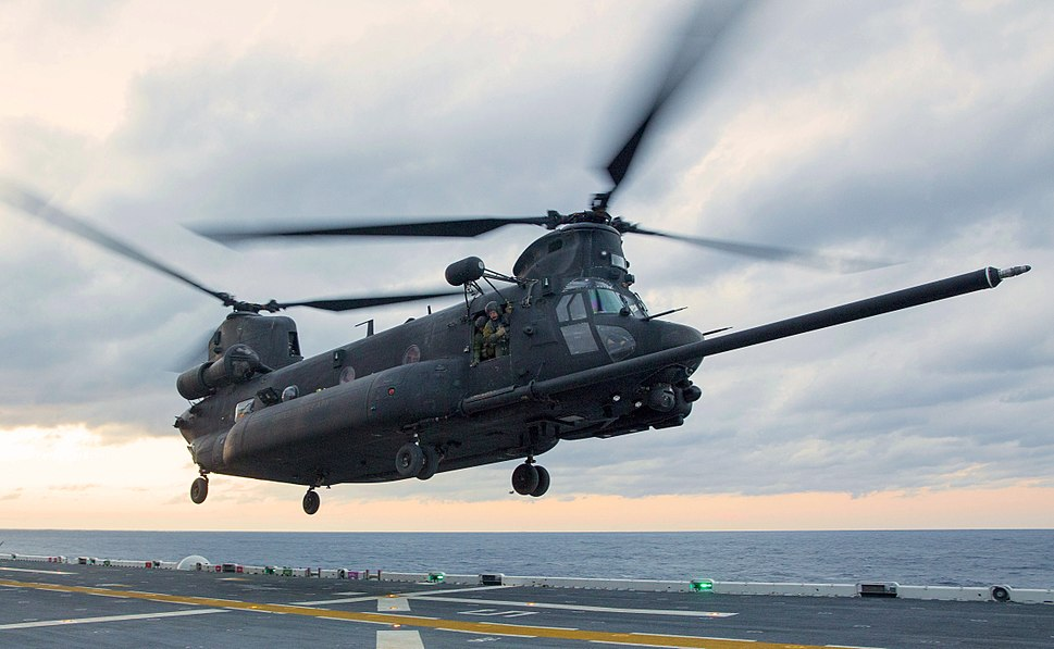 MH-47E Chinook lands on the flight deck of the USS Kearsarge