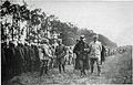 M 154 2 les généraux jean baptiste Marchand et Blondelat passent en revue des tirailleurs.jpg