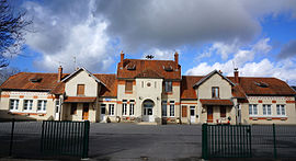 The town hall and school of Juvincourt-et-Damary
