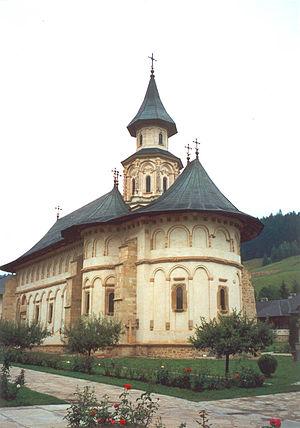 Moldavian style - Image: Manastirea putna 2