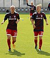 Mandy Islacker und Leonie Maier beim Aufwaermen BL FCB gg. 1. FC Koeln Muenchen-1.jpg