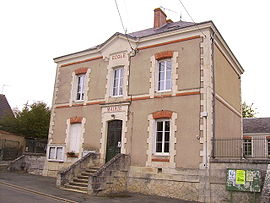 The town hall in Préaux