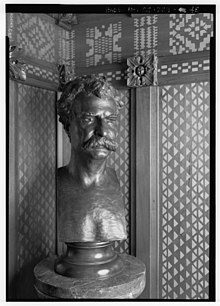 A bronze sculpture of Twain on a pedestal