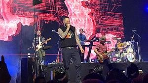 Maroon 5 actuando en Sydney.jpg