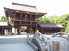 Masumida Shrine - Romon2.jpg