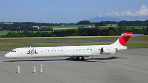 McDonnell Douglas MD-90 (Japan Airlines) 8063.jpg