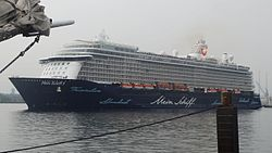 Mein Schiff 5 leaving Kiel I (cropped).jpg
