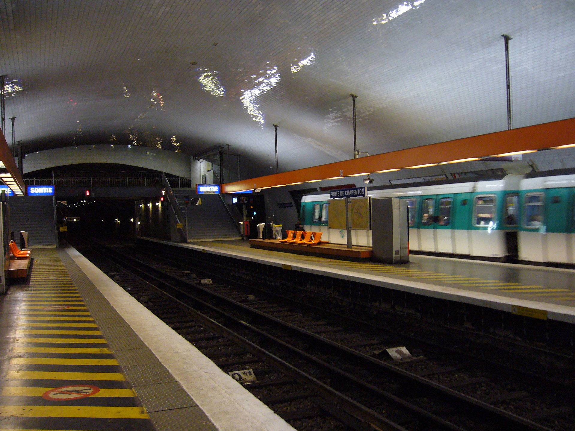 Porte de charenton stanice metra v pa i wikipedie - Porte de charenton metro ...