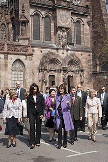220px-Michelle_Obama_at_Notre-Dame_de_Strasbourg_4-4-09_2 dans Chanteur