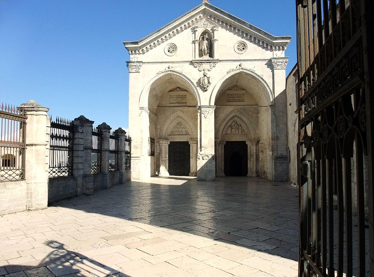 Monte Sant'Angelo-Basilika01.jpg