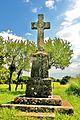 Montjustin. Croix en haut du village. 2015-05-21.JPG