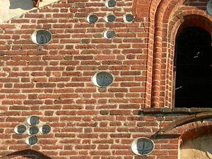 Morimondo particolari facciata 2