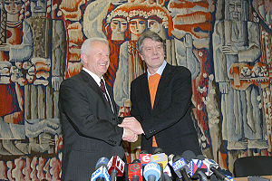 Viktor Yushchenko - Yushchenko with fellow opposition leader Oleksandr Moroz during the Orange Revolution