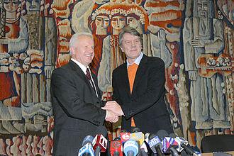 Viktor Yushchenko - Yushchenko with fellow opposition leader Oleksandr Moroz during the Orange Revolution