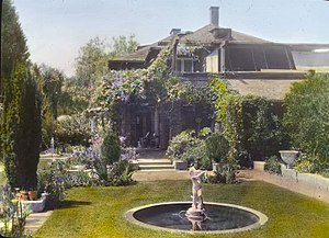 Myron Hunt - Myron Hunt house, 200 North Grand Avenue, Pasadena, by Frances Benjamin Johnston, 1917. Designed by Myron Hunt, 1905, landscape by Myron Hunt, from 1905. Today the garden does not exist anymore, and the house is a private residence