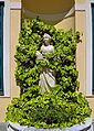 Mythologische weibliche Figur (Innenhof).jpg