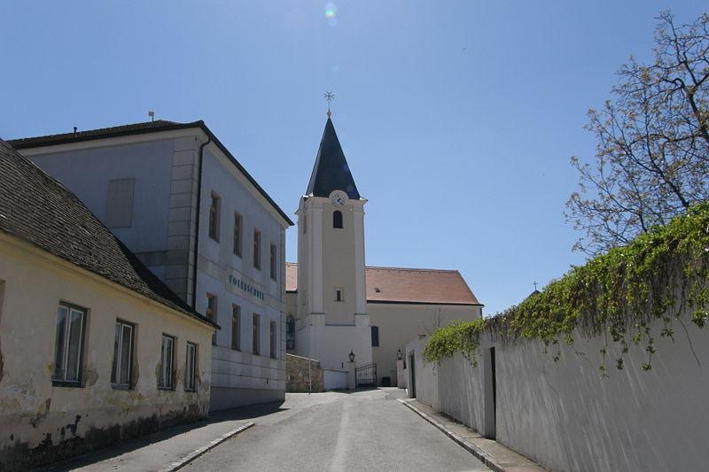 File:NOE Großharras Pfarrkirche.jpg