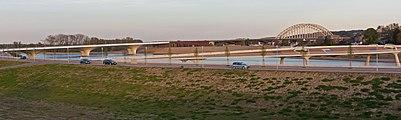 Nijmegen, de (Verlengde) Waalbrug RM523067 en de Lenteloper positie1 foto6 2016-05-05 20.18.jpg