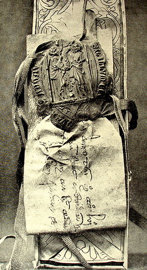 Noli me tangere Casket - Document attached to the casket