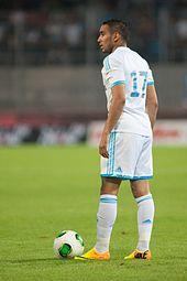 Photographie montrant l'international français Dimitri Payet avec le maillot de l'OM.