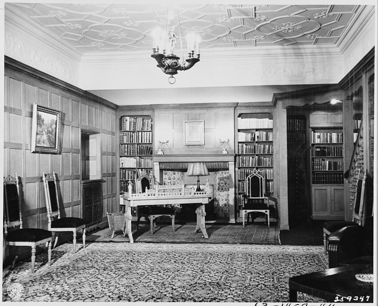 File:Office and library of President Harry S. Truman in the American quarters of Cecilienhof Palace in Potsdam, Germany... - NARA - 198974.jpg