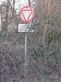 Old road sign - geograph.org.uk - 1097000.jpg