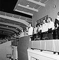 Ontvangst van het koninklijk paar in het Wilhelminastadion op Aruba, Bestanddeelnr 252-3867.jpg