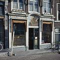 Overzicht van de winkelpui met schilderwerk - Leiden - 20382165 - RCE.jpg