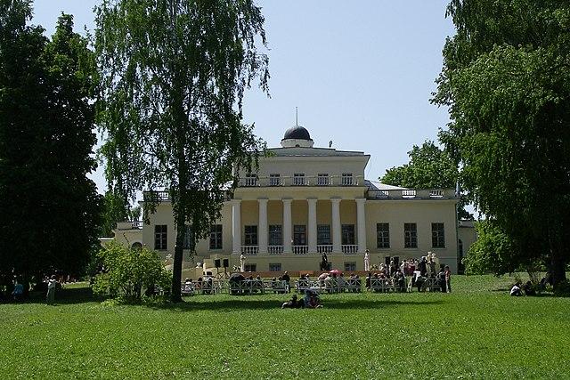 Господский дом в музее-заповеднике «Овстуг»