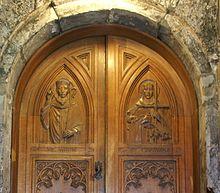 Paisley Abbey 20120410 porte avec St Mirin et St Columba.jpg