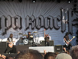 Papa Roach на Zwarte Cross Festival в Лихтенворде, Нидерланды летом 2010 года
