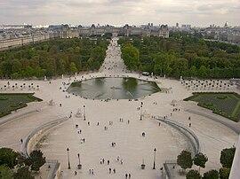 Paris Tuilerie un bassin et le Louvre