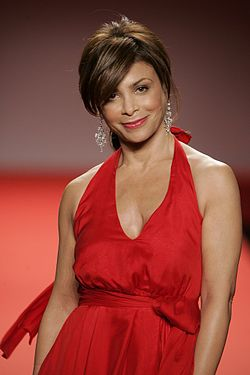 Paula Abdul vid Red Dress Collection, 2005