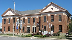 Perry County Courthouse in Pinckneyville.jpg
