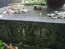 Pierre tombale Marguerite Duras.jpg