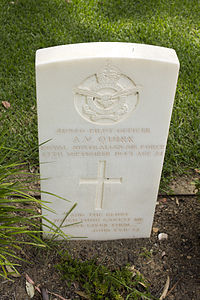 Pilot Officer A V Quirk gravestone in the Wagga Wagga War Cemetery.jpg