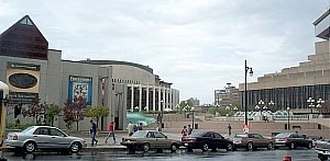 Place des Arts - View of the Place des Arts esplanade. The Musée d'art contemporain is on the left; behind it is the Salle Wilfrid-Pelletier, with the Théâtre Maisonneuve on the right