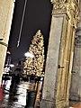 Portici settentrionali di piazza Duomo con vista su albero di natale 2017.jpg