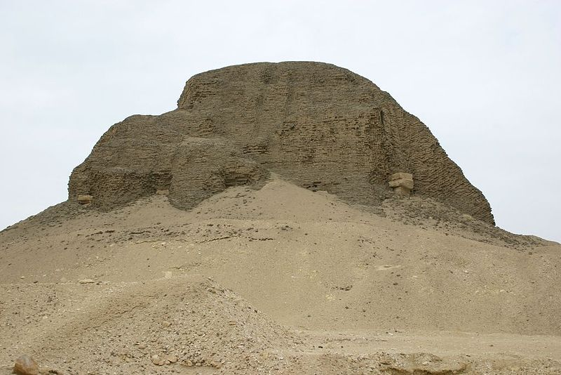 Fájl:Pyramid at Lahun.jpg