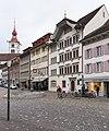 Rathausplatz und Turm der Pfarrkirche in Sursee LU.jpg