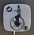Reclamespeldje van een oud model fiets foto 4.JPG