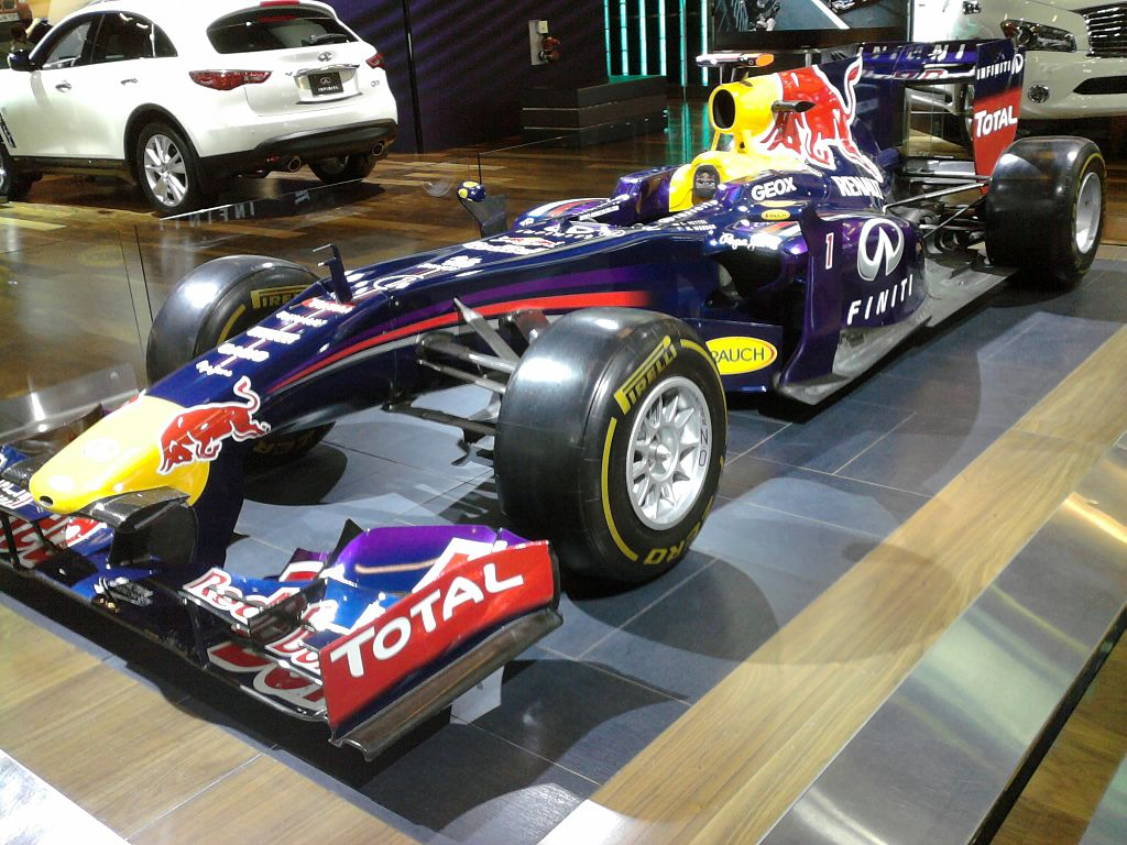 File red bull f1 in salon international de l auto de for Salon international