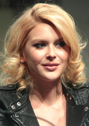 Renee Olstead - Olstead at the April 2015 WonderCon