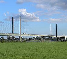 Rheinbrücke rees kalkar2.JPG